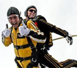 Pixabay_tandem-skydivers-603631_350